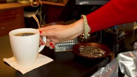 Forsker på storforbruk av koffein. (Foto: Åserud, Lise/Scanpix)