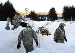 Nasjonalgarden hjelper til. (Foto: Ap)