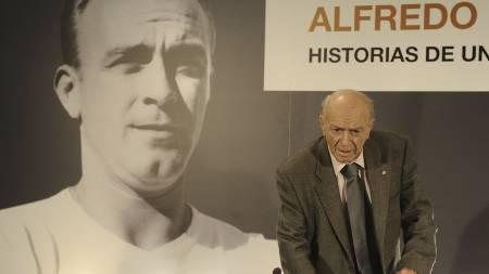 FORSVARER FANSEN: Alfredo Di Stefano (Foto: PEDRO ARMESTRE/Afp)