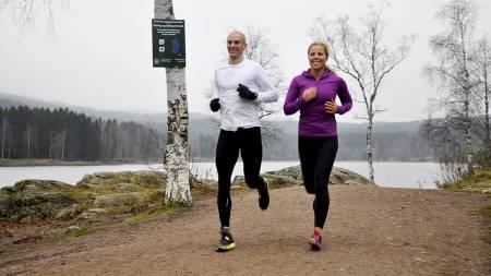 FETT NOK: Halvor Lauvstad og Anne Marte Handal Sneve er aktuelle med boken