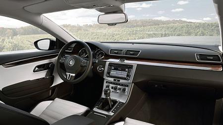 Det fra før av ryddige og stilrene førermiljøet i Passat CC er også forbedret ytterligere i facelift-versjonen.
