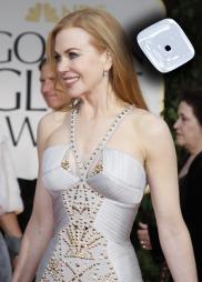 RETNINGSVILL: Ikke alle var like heldige, selv om utgangspunktet var det beste. Overdelen på Nicole Kidmans kjole gjorde rett og slett ingenting for henne. Her ser det ut som om brystene er på vei ut i hver sin retning. Brynjelooken gir oss assosiasjoner til Kong Arthurs tid. Men Nicole er ingen krigergudinne (!) så dette ble helt feil. (Foto: DANNY MOLOSHOK, ©FSP/nl)