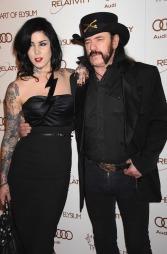 PAR: Kat Von D og Motorhead-vokalist Lemmy på den røde løperen til «Art of Elysium Heaven»-gallaen i Los Angeles (Foto: Graylock)