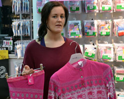 Natalie Johnson selger mye ullundertøy fra Moods of Norway nå. (Foto: Marcus Mjelva Fjæreide)
