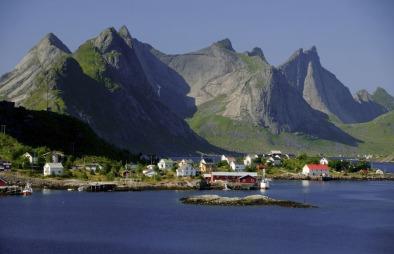 Norge har mye flott natur og nordmenn ferierer i den i stadig   økende grad. Her fra Lofoten. (Foto: Colourbox)