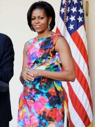 BLOMSTERPIKE: Michelle Obama i full blomst under en mottakelse   i Det hvite hus. Blomstermønster er forøvrig en av våren og sommerens   aller viktigste trender.