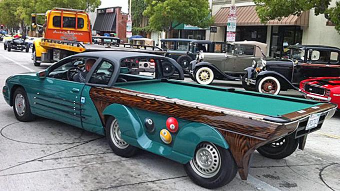 Glad i å spille biljard, og har en forhjulsdrevet gammel bil til overs? Da kan du lage deg en slik, som customiseren Big Daddy Vini i USA har gjort. Faksimile: Pooltablecar.com
