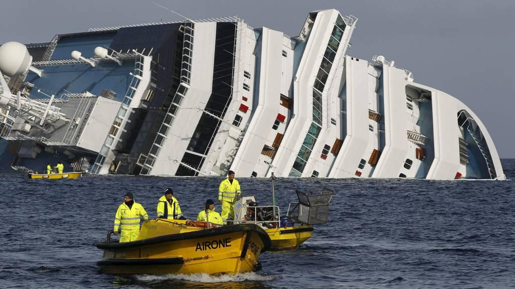 FLERE FEIL: Costa Concordia skal blant ha hatt utdaterte kart og feil med ferdsskriveren. (Foto: PAUL HANNA/Reuters)