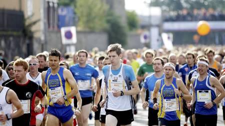 NY JOGGEBØLGE: Langløp er igjen populært og startnumrene for neste års Oslo Maraton er allerede i ferd med å bli utsolgt. Men det er også stor rift om plassene til det tradisjonsrike skirennet Holmenkollmarsjen. (Foto: Eirik Førde/)