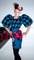 ALICE I EVENTYRLAND: Motedesigner Fam Irvoll lar seg gjerne   inspirere av Alice i eventyrland. Her fra Fams motevisning for høst-   og vinter 2010/11 under Oslo Fashion Week.