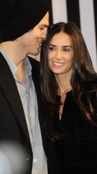 Et av de mest omtalte stjerneparene i Hollywood skilte lag i 2011 etter flere måneder med utroskapsrykter rundt Ashton og hans elskerinner.