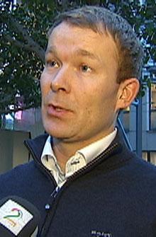 BETALTE OPPREISNING: Pressesjef i DNB, Thomas Midteide, sier banken betalte erstatning til Torbjørn da de ble klar over feilen. (Foto: TV 2)