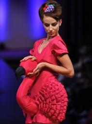 FLAMINGOKJOLE: Fam Irvoll er dronningen av galskap, men det   går ikke på bekostning av det håndverksmessige biten. Vi elsker denne   flamingokjolen fra Fams motevisning under Oslo Fashion Week i 2009.