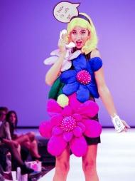 BLOMSTERBARN: Fam Irvolls design er positiv, leken og annerledes.   Her fra motevisning under Oslo Fashion Week i 2010.
