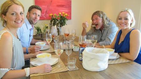 4-STJERNERS: I kveld arrangerer Hanne Sørvaag middagsselskap sammen med TV 2s værmelder May-Lisbeth M. Myrvang, skøytetrener Peter Mueller og skøyteesset Eskil Ervik.