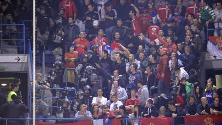 Serbiske supportere (Foto: FRANCK FIFE/Afp)