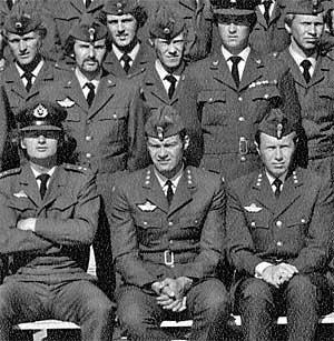 STRAMME KARER: Utsnitt av 334-skvadronens gruppebilde. (Foto:   Gjengitt med tillatelse fra Starfighterens venner)