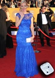 IKKE BRA: Penelope Ann Miller fikk det rett og slett ikke til,   med denne blå blondekjolen. (Foto: JIM RUYMEN, ©ZS)