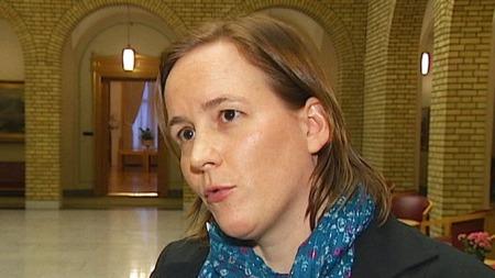VENTER PÅ UTREDNING: Statssekretær Lotte Grepp Knutsen (Ap) forsikrer at de har fullt trykk på arbeidet med utredningen. (Foto: TV 2)