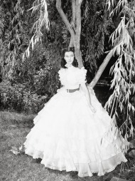 IKONISK: Tatt av vinden er en av filmene som er representert i utstillingen Hollywood Costume». Hvem husker vel ikke rollefigur Scarlett O'Haras mange antrekk?