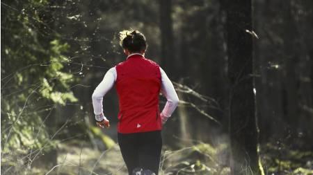VERST NEDOVER: Løping, og da spesielt løping i nedoverbakke, gir oftere hold enn andre fysiske aktiviteter. (Foto: Craft/)