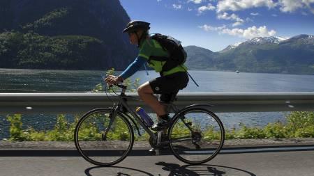HERLIG FØLELSE: Ingen ting er bedre enn å kjenne at kropp og utstyr fungerer, og du kan ta deg en herlig sykkeltur på landeveien. Her fra turrittet Bergen-Voss 2011. (Foto: Tom Guldbrandsen/)