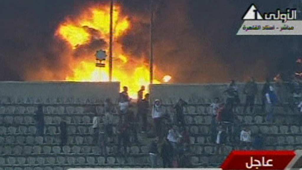 OPPTØYER: Minst 40 personer er døde i fotballbråk i Egypt. (Foto: APTN)