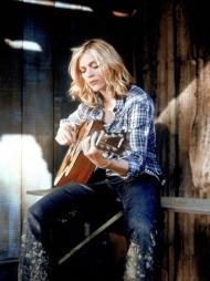 COWGIRL: Madonna med rutete skjorte, slitte jeans og en enkel   kassegitar.