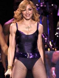 TILBAKE TIL RØTTENE: Med de siste albumene har Madonna gått   tilbake til røttene med minimale og kontroversielle sceneantrekk.