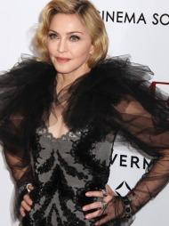 PÅ DEN RØDE LØPEREN: Madonna under premieren på hennes nye film   W.E. i New York.