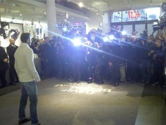 DELTE BILDE: David Beckham   delte bildet på sin fanside med tittelen «Dette bildet er fra mitt ståsted   under lanseringen».