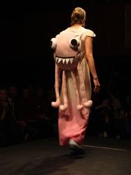 MONSTERSEKK: Det var monstre så langt øyet kunne se under visningen til Fam Irvoll på Oslo Fashion Week.