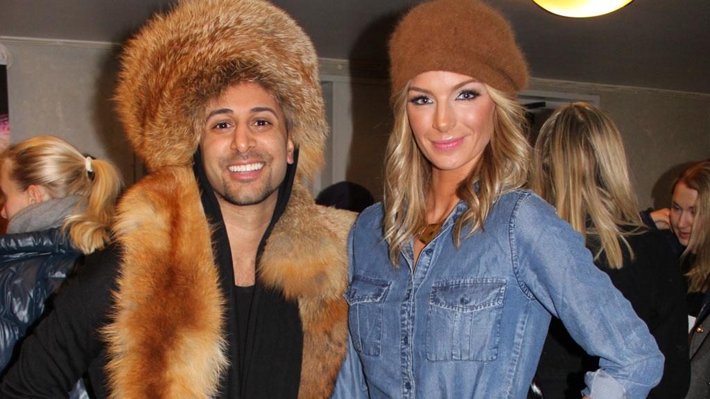 MED PELS: Ronnie Ottem ankom åpningen av Oslo Fashion Week i  pels til tross for det pelsfrie initiativet som ble innført i fjor. Her  med Kathrine Sørland.