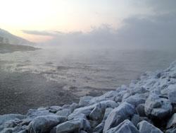 Frosttrøyken driver over Tromsøysundet. Bildet er tatt mot Balsfjord. (Foto: Egil Pettersen)