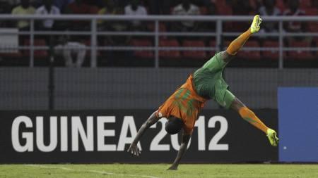 Emmanuel Mayuka slår hjul etter scoringen mot Ghana. (Foto: Rebecca Blackwell/Ap)