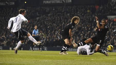 Niko Kranjcar scorer Tottenhams fjerde mål for kvelden. (Foto: Dominic Lipinski/Pa Photos)