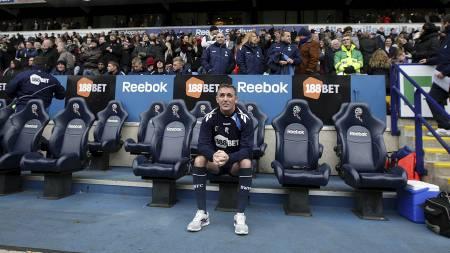 Owen Coyle alene på benken før Wigan-kampen. (Foto: Dave Thompson/Pa Photos)