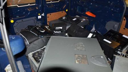 MYE UTSTYR: Politiet tok beslag i store mengder datautstyr. (Foto: Politiet)