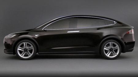 Tesla Model X rett fra siden