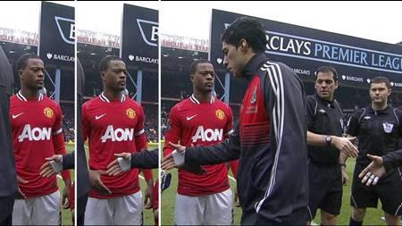 Slik så det ut da Patrice Evra og Luis Suarez ikke håndhilste på hverandre. (Foto: PLP/)