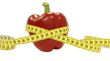PASS DEG: Ønsker du å gå ned i vekt må du passe deg for dine venners dårlige matvaner, de kan være smittsomme. (Foto: Nina Kausland/SCANPIX)