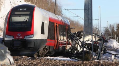 SPORET AV: Flere personer er skadet etter at et tog sporet av i Vestfold onsdag.  (Foto: Stener Kalberg )