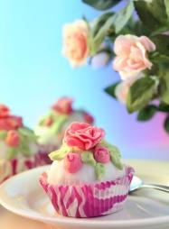 Det er lov å være kreativ. Cupcakes i bryllup er trendy. (Foto:   Colourbox, ©Colourbox)