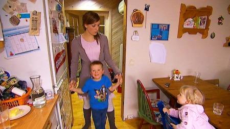 SYK AV VAKSINE: Mamma Vibeke Grov beskriver tiden etter hun og barna ble vaksinert som helt forferdelig.  (Foto: Tommy Andersen/TV 2)