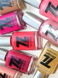 VÅRLAKKER: TL Designs vårlakker inneholder noen av våren og sommerens aller viktigste neglelakktendenser som pasteller, rødtoner og glitterlakker. Kolleksjonen består av åtte farger (veil. pris kr 149).