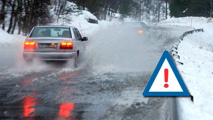 Regn og snøsmelting vil føre til problemer på veiene lørdag og  søndag. (Foto: Illustrasjon / Tor Erik Schrøder / Scanpix)