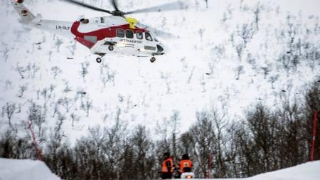 TO OMKOM: Det gikk over en time før politiet fikk varsel om de to som var tatt i skredet ved  Middagstinden på Kvaløya utenfor Tromsø lørdag. En omfattende aksjon ble satt i gang, men livet stod ikke til å redde for de to mennene. (Foto: Jan-Morten Bjørnbakk/Scanpix)