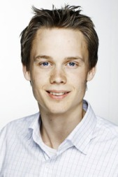 TESTER NY KONTOLL: Kommunikasjonsrådgiver i ICA, Bjørnar Mickelson. (Foto: ICA)