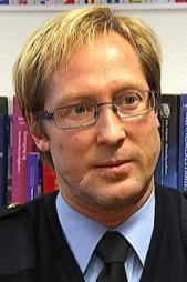 MYE Å LÆRE: Politiadvokat Rudolf Christoffersen sier politiet må ta lærdom av menneskehandelsaken som starter i Bergen tingrett 5. mars.  (Foto: Sven A. Nydal/TV 2)