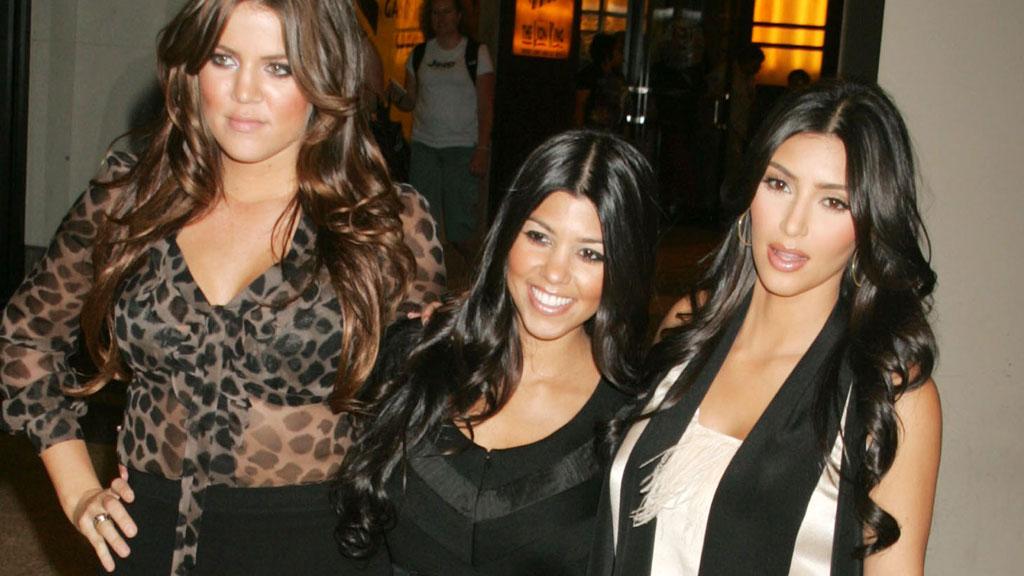 EI JENTE: Kourtney Kardashian(i midten) venter barn nummer to og bekrefter nå at det blir ei lita jente. Her med søstrene Khloé (t.v) og Kim (t.h)